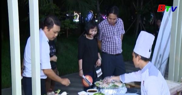 Không gian ẩm thực Festival đờn ca tài tử nhộn nhịp đón du khách