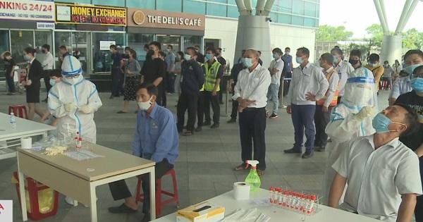 Xét nghiệm Covid-19 cho hơn 2 ngàn người tại Sân bay Đà Nẵng