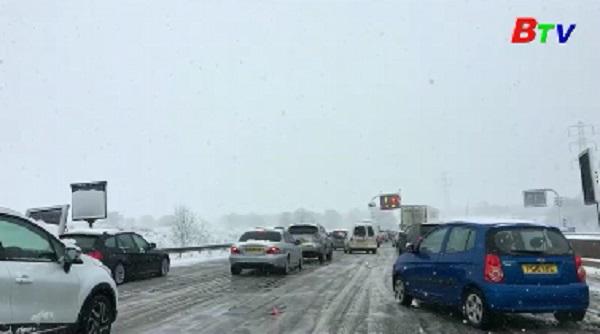 Tuyết rơi dày đặc cản trở giao thông tại nhiều nước Châu Âu