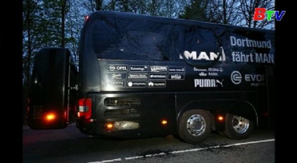 Xe bus của CLB Dortmund bị tấn công với 3 vụ nổ