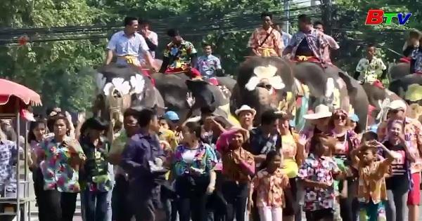 Tưng bừng lễ hội té nước Songkran