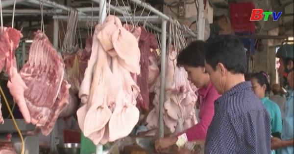 Giá thịt heo đếm tay người tiêu dùng vẫn cao