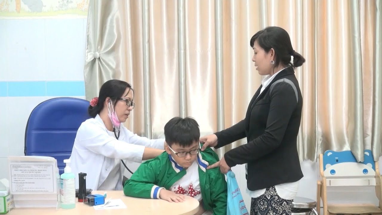 Tăng đột biến trẻ nhập viện do thời tiết chuyển mùa