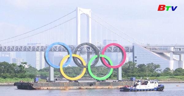 Nhật Bản - Tượng đài vòng tròn Olympic ở Tokyo tạm thời  dỡ xuống để bảo trì