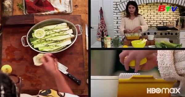 Ca sĩ Selena Gomez khuấy động chương trình dạy nấu ăn