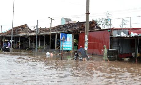 Thành phố Nam Định chìm trong biển nước