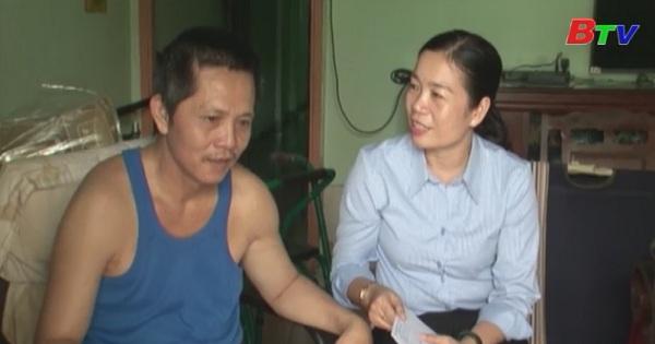 Thăm và tặng quà công nhân bị tai nạn lao động