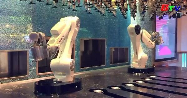 Robot pha chế cocktail ở Las Vegas  thu hút khách tới trải nghiệm
