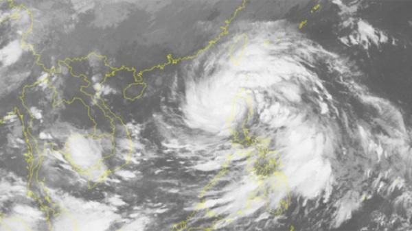 Ngày 14/10, bão áp sát quần đảo Hoàng Sa sức gió mạnh cấp 9, giật cấp 12