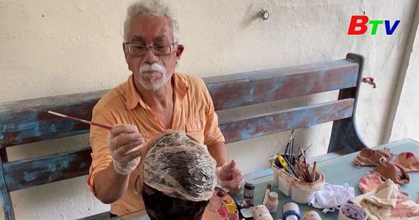 Gặp gỡ nghệ nhân Brazil tạo nên những chiếc khẩu trang nửa mặt độc đáo