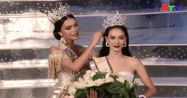 Tháo Lan trao vương miện cho nữ hoàng sắc đẹp chuyển giới
