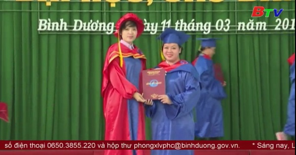 Đại học Thủ dầu Một trao bằng tốt nghiệp