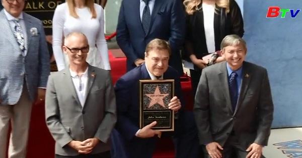 John Goodman với ngôi sao trên Đại lộ Danh Vọng Hollywood.