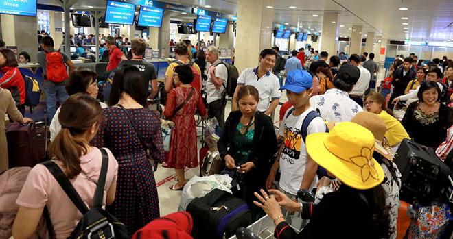 Sân bay Tân Sơn Nhất bước vào cao điểm phục vụ Tết