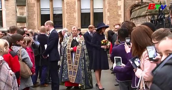 Các thành viên Hoàng gia Anh gặp gỡ trẻ em tại London