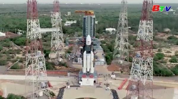 Ấn Độ bất ngờ hủy phóng tàu thăm dò Mặt Trăng