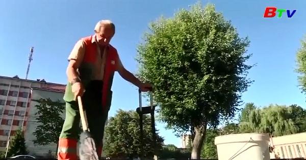 Chuyện về người quét đường ở khu phố LVIV ở UKRAINE