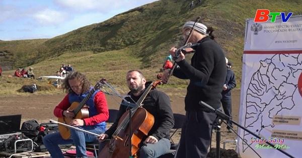 Độc đáo buổi hòa nhạc trên miệng núi lửa ở Nga