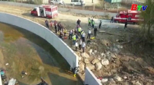 Thổ Nhĩ Kỳ - Xe tải lao xuống sông, gần 20 người thiệt mạng