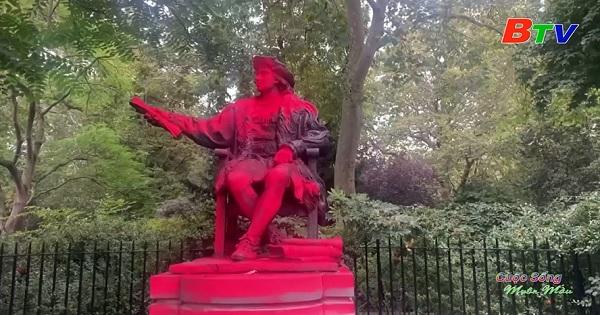 London – Bức tượng Christopher Columbus bị sơn màu đỏ