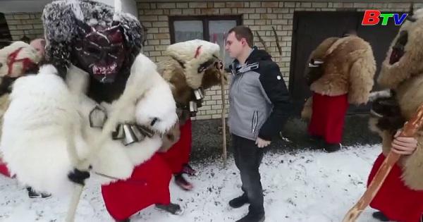 Quỷ đeo mặt nạ ghé thăm ngôi làng ở Séc trước lễ giáng sinh