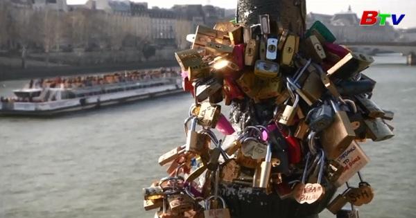 Paris - Thành phố tình yêu nhộn nhịp mùa Valentine