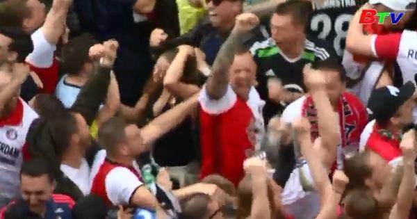 Cổ động viên Feyenoord ăn mừng chức vô địch quốc gia Hà Lan