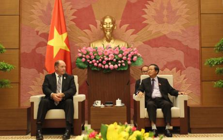Phó CTQH Đỗ Bá Tỵ tiếp Chủ tịch tiểu ban Châu Á-Thái Bình Dương
