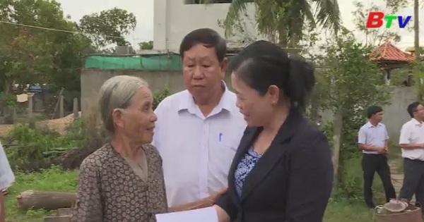Bình Dương thăm, hỗ trợ người dân vùng lũ Phú Yên