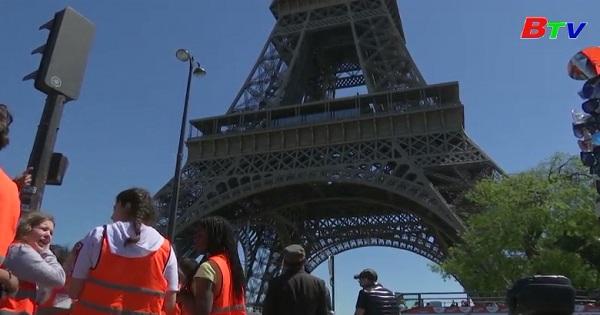 Tháp Eiffel mừng sinh nhật lần thứ 130