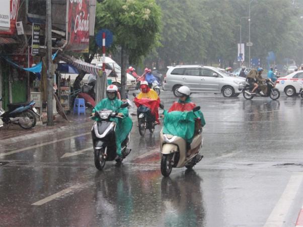 Bắc bộ trưa chiều trời nắng, Tây Nguyên và Nam bộ đề phòng tố, lốc, mưa đá và gió giật