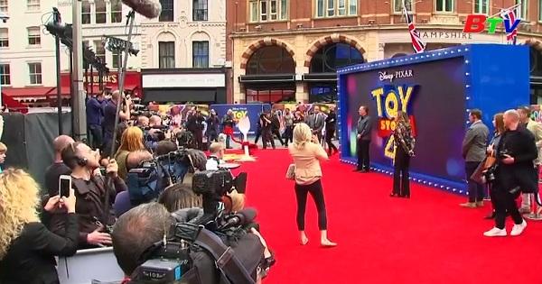 """Diễn viên Tom Hanks dự ra mắt phim """"Toy Story 4""""  ở LonDon"""