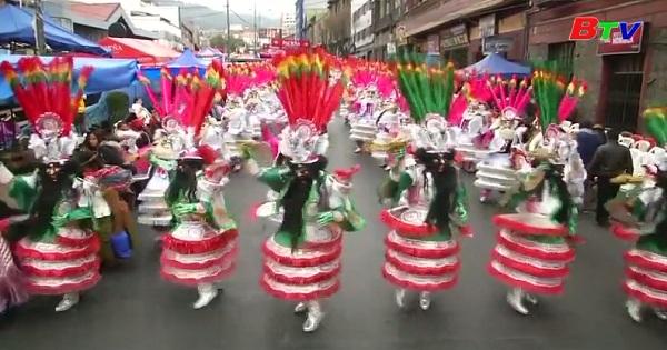 Sôi động lễ hội truyền thống