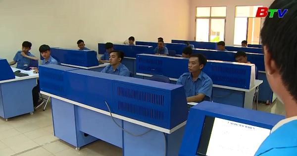 Học nghề điện - điện tử tại trường Cao Đẳng nghề Việt Nam Singapore