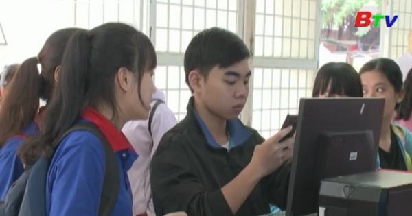 Bình Dương: Nhiều thí sinh điều  chỉnh nguyện vọng xét tuyển nguyện vọng vào đại học