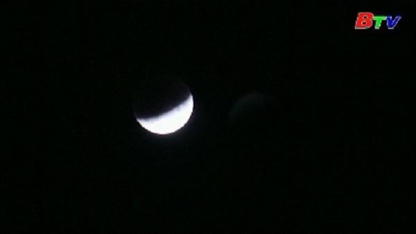Nguyệt thực một phần xuất hiện đúng dịp 50 năm tàu Apollo 11 lên Mặt Trăng