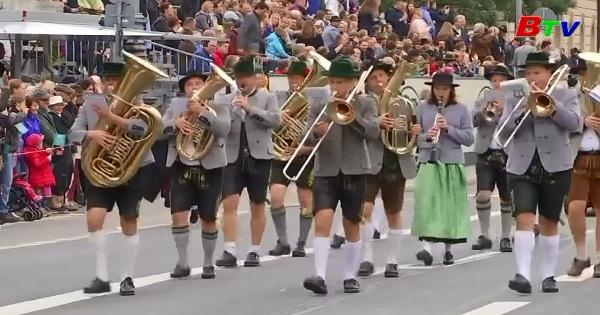 Diễu hành lễ hội bia Octoberfest