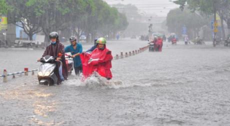 Trung Bộ và Nam Bộ có mưa lớn diện rộng, Nam Biển Đông mưa dông gió giật cấp 7-9
