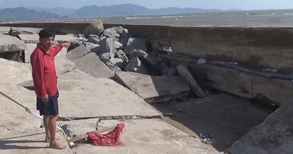 Sóng biển xâm thực mạnh gây hư hỏng nặng tuyến đê Ninh Thuận