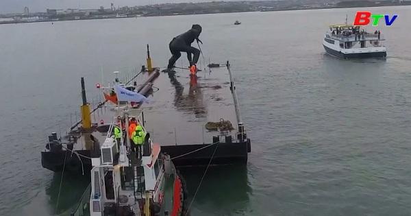 Bức tượng bằng đồng lớn nhất nước Anh vượt biển đến ngôi nhà mới
