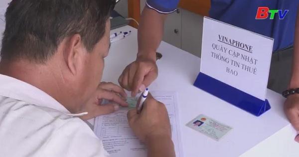 Nhiều người gấp rút đi đăng ký lại thông tin thuê bao di động