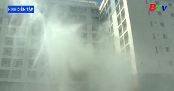 Diễn tập phương án chữa cháy và cứu hộ phối hợp nhiều lực lượng tại chung cư Hiệp Thành