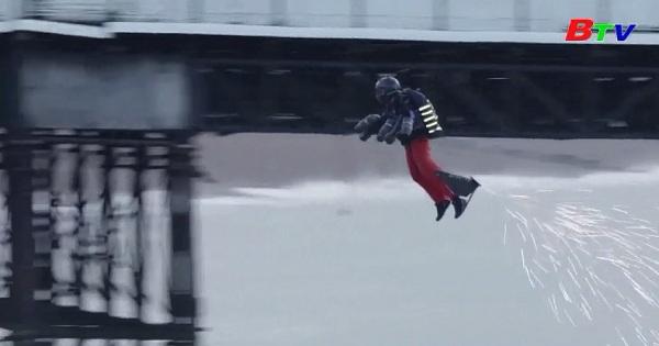 Kỷ lục thế giới mới bằng bộ đồ bay phản lực
