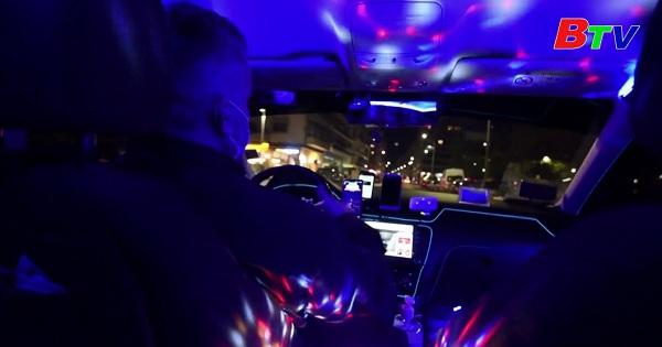 Hi Lạp - Biến taxi thành câu lạc bộ đêm