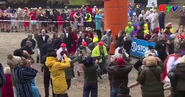 Kỳ lạ cuộc thi marathon tắm hơi tại Estonia