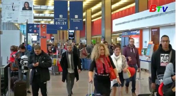 Sân bay Orly hoạt động trở lại sau vụ tấn công khủng bố