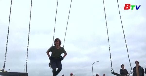 Kỷ lục Guiness thế giới về thành tích đánh đu nhiều giờ liền ở New Zealand