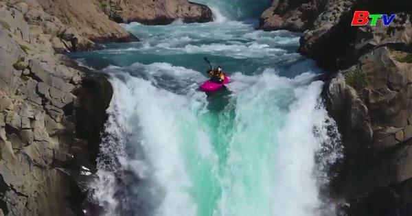 Chèo thuyền Kayak chinh phục ngọn thác cao  41m ở Chile