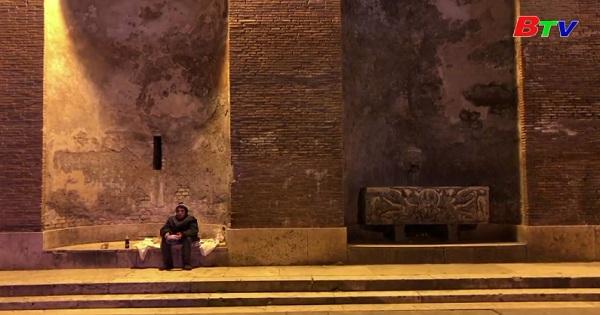 Những ngày cực kỳ khó khăn của người vô gia cư ở Italia