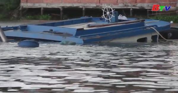 Vụ sà lan cát lật chìm trên sông Đồng Nai đã tìm thấy thi thể của nạn nhân thứ 3